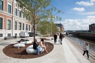 Pause-midi sur les nouveaux quais de Sambre dans le cadre des travaux Rive Gauche, anciennement les quais de Brabant, Charleroi 01/10/2014