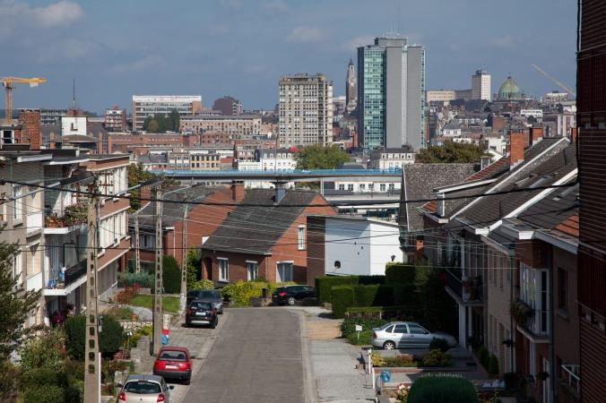 Skyline de Charleroi avec la tour Albert, le petit ring R9, le beffroi de l'h™tel de ville, l'unviersitŽ du travail ( l' UT ) et la basilique Saint-Christophe 01/10/2014